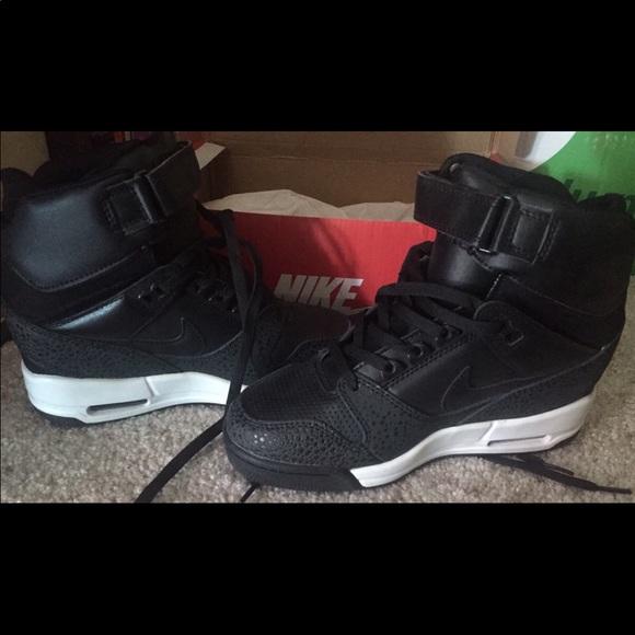 Zapatos Nike Mujeres Heel Wedge Heel Mujeres Zapatillas Poshmark 402a5d